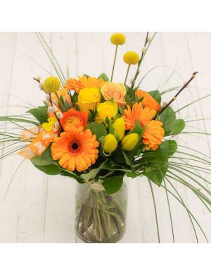 Safran- bouquet rond avec roses, renoncules et tulipes